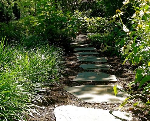 Irregular flagstone stepping stones